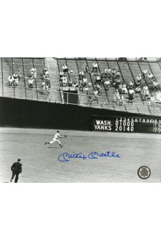 Mickey Mantle Signed 8x10 Photo Autographed Feilding Ball in Yankee Stadium