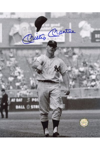 Mickey Mantle Signed 8x10 Photo Autographed Throwing Batting helmet